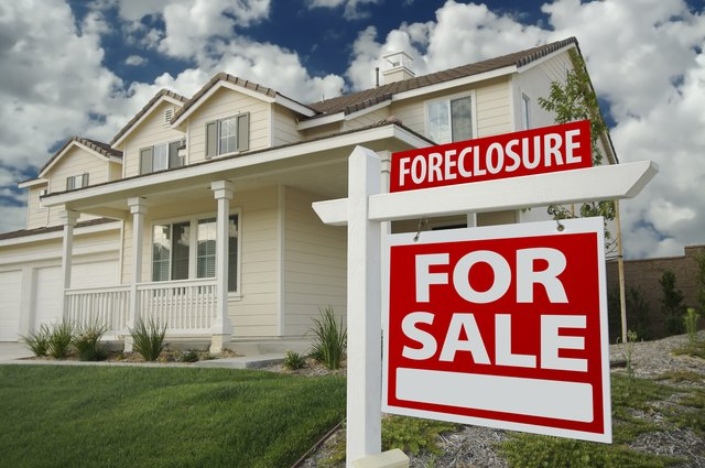 Foreclosure Home For Sale Sign U0026 House