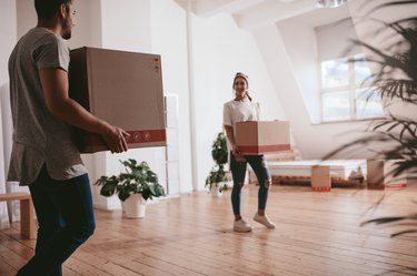 Couple moving to a new apartment