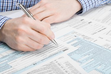 What Is the Difference Between Filing 1 or 0 on Taxes?