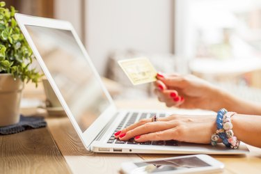 How to Send a MoneyGram With a Credit Card