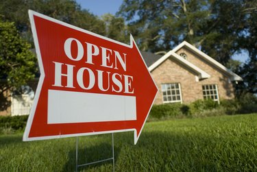 Red Open House sign pointing at house for inspection