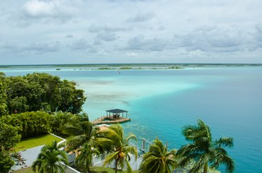 Bacalar, lagoon of the seven colors
