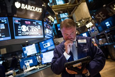 Dow Jones Industrial Average Closes Up, Tech Stocks Drop Sharply