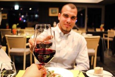 dating man wine