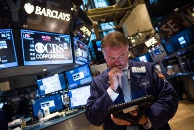 Dow Jones Industrial Average Closes Up, Tech Stocks Drop Sharply