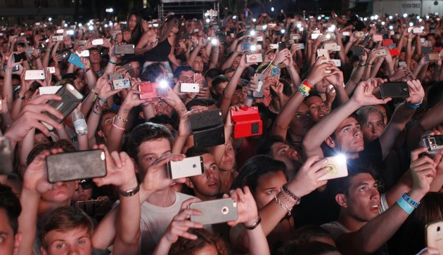 Concertgoers en mass recording with their phones