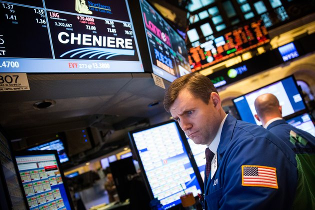 Dow Plunges Over 180 Points In Intraday Trading