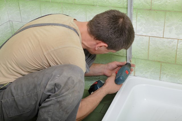 Some Homeowners Choose To Reglaze A Bathtub Because It Costs Much Less Than  Replacing A Tub.